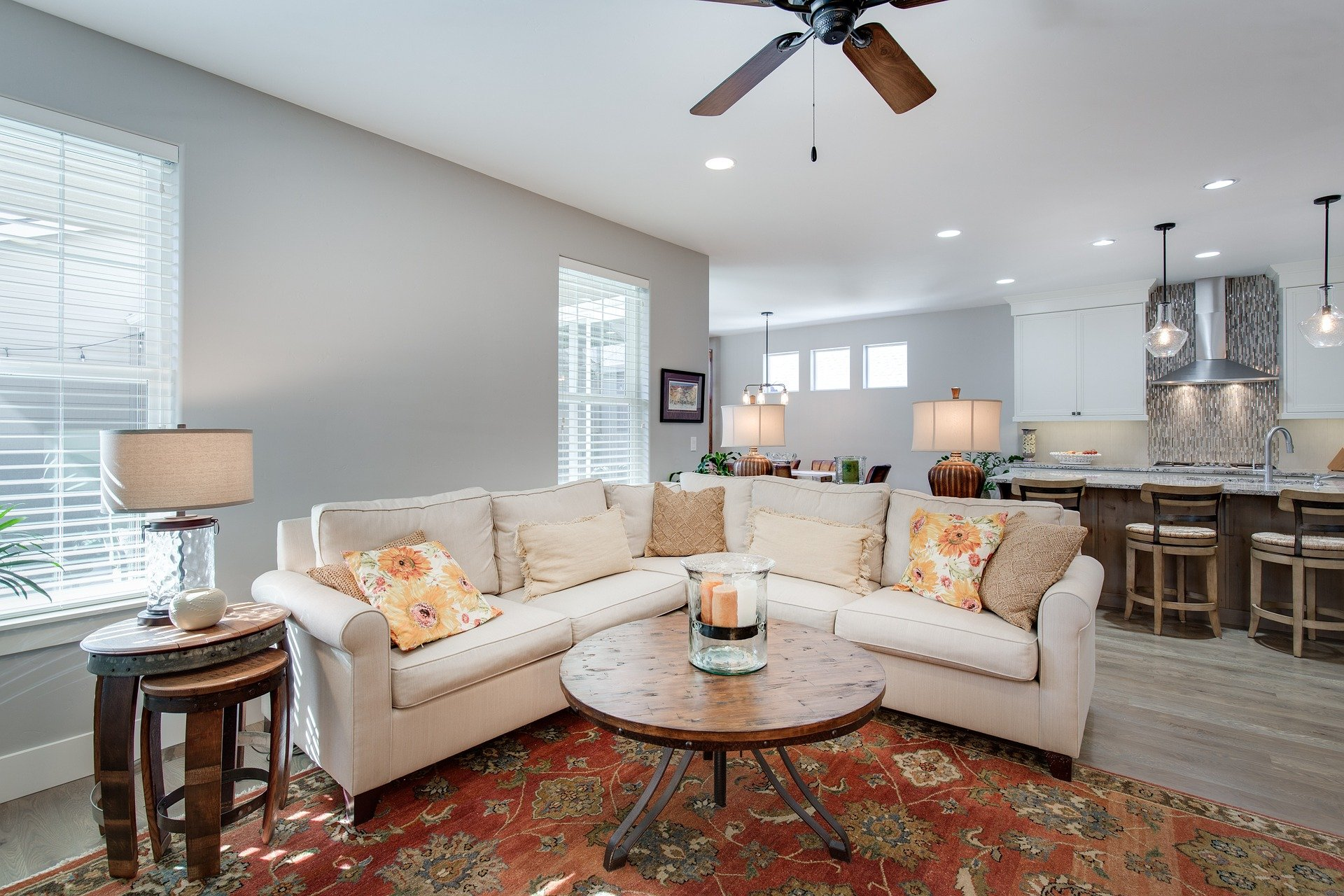 Wohnzimmer mit Einbauleuchten